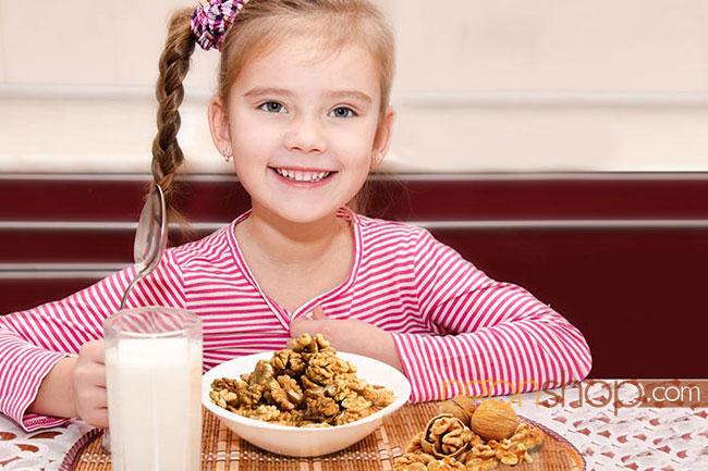 Trẻ em ăn bao nhiêu hạt óc chó mỗi ngày?